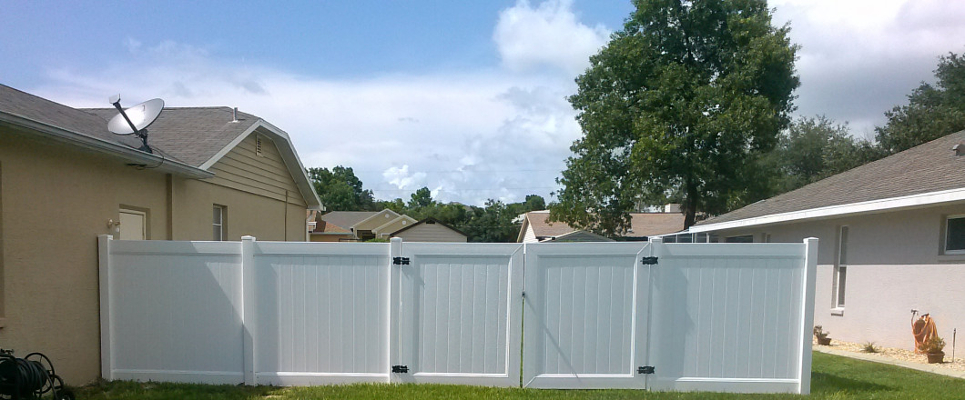 white vinyl fence in Hudson, FL